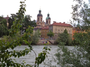 Dom (cathedral) seen from the river side
